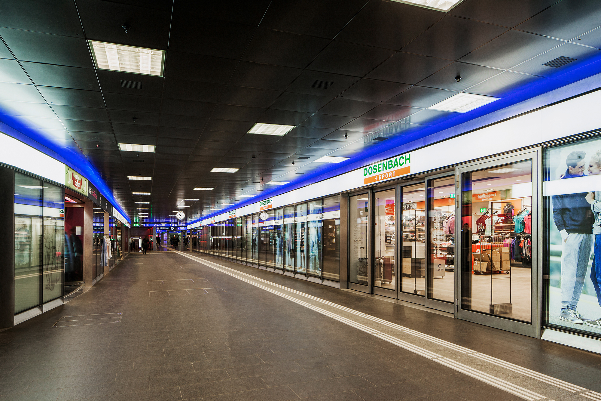 Niveau ShopVille - neu gestaltete Ladenfassade analog dem bestehenden alten ShopVille von Arnold Amsler Architekt BSA / SIA